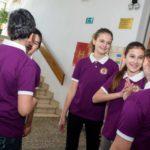 Djevojčice zadovoljnije uvođenjem školskih uniformi, no kažu, dovoljna je majica