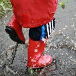 Dječje igre na kiši razbit će monotoniju dosadnog, oblačnog dana.